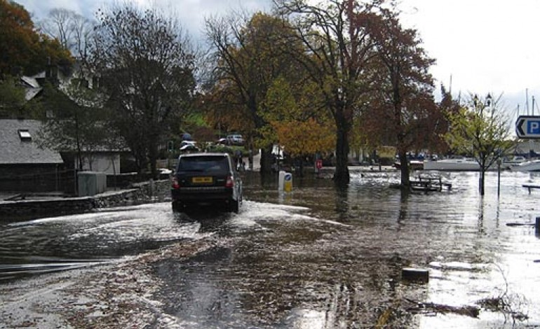FLOODING EXPERTS HEAD FOR THE COUNTY