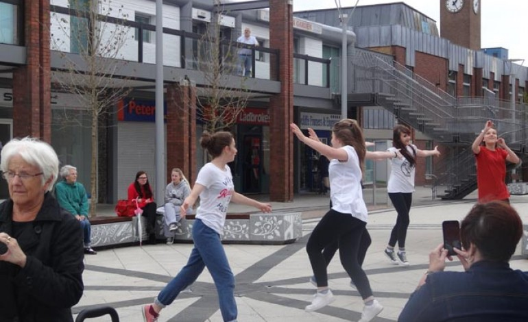 CUTTING LOOSE FLASH MOB!
