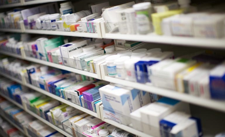 Council calls on government to halt cuts to pharmacies