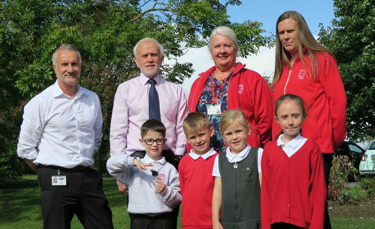Schoolchildren join saving scheme